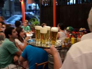 BAIXO LEBLON: Reúne  tradicionalíssimos bares na Av. Ataulfo de Paiva e reúne pessoas sedentas por um chope gelado e ávidas para serem vistas. Ótima opção para papear até tarde durante qualquer dia da semana.  (Foto: Alexandre Macieira / Divulgação Riotur)