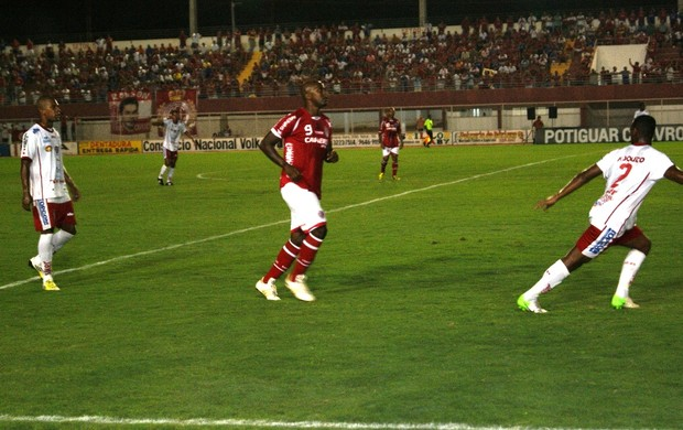 Itamar marcou o primeiro gol do América-RN (Foto: Augusto Gomes)