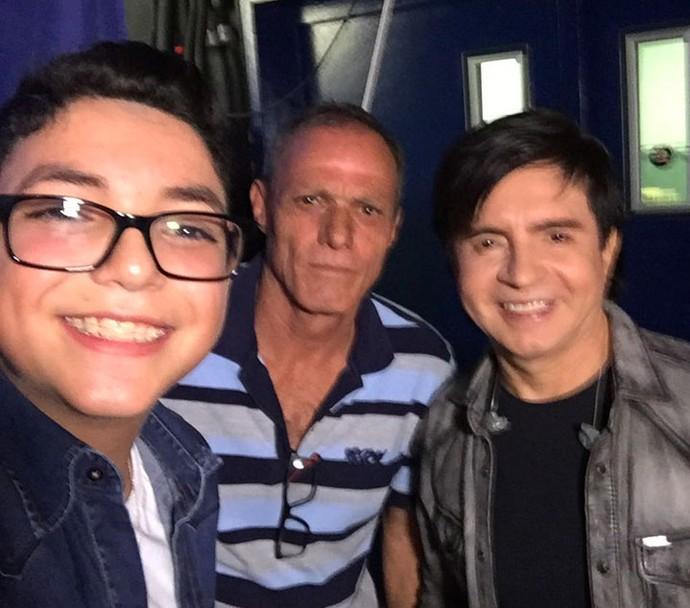 Wagner Barreto e pai dele, seu Eurides, fez selfie com Xororó nos bastidores do Caldeirão do Huck (Foto: Arquivo pessoal)