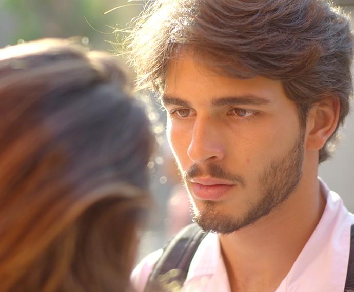 Roger não curte perder o crush pra outro (Foto: TV Globo)