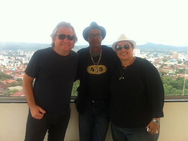 Eltomar Santoro cantou ao vivo no MG Inter TV com parcerias especiais. (Foto: Henrique Correa / Inter TV Grande Minas)