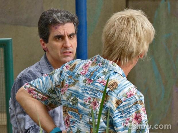 Caetano conta a verdade sobre seu golpe para Aberlardo (Foto: Malhação / TV Globo)