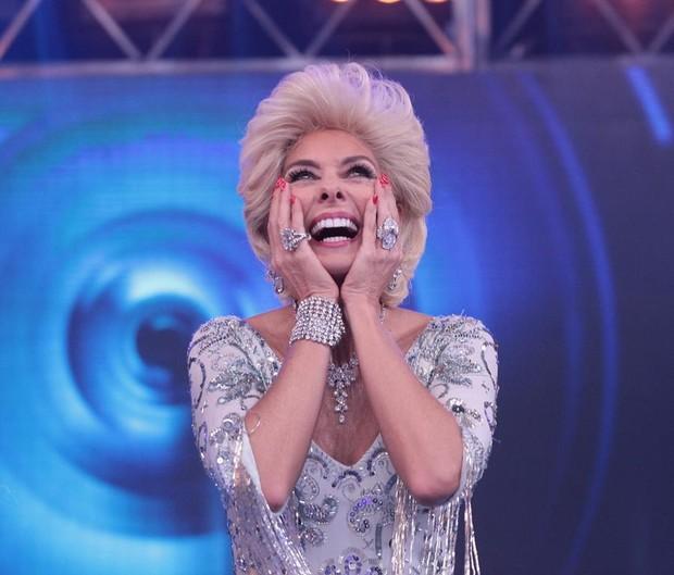 Adriane Galisteu se transforma em Hebe Camargo para o Máquina da Fama (Foto: Leonardo Nones/SBT)