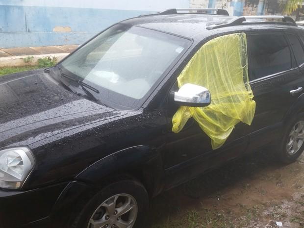 Veículo em que o prefeito de Candeias estava quando foi morto a tiros na noite deste sábado, 19 (Foto: Toni Francis/G1)
