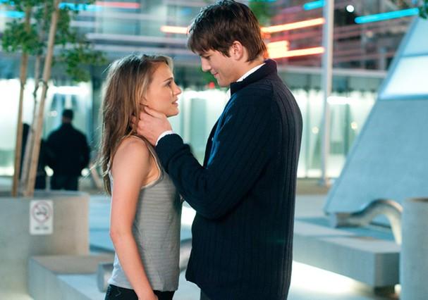 Cena do filme Sexo Sem Compromisso que mostra os protagonistas trocando a vontade de apenas transar por algo mais substanciall (Foto: Reprodução)