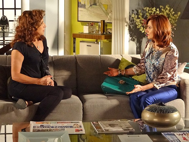 Berna tenta convencer Wanda de falar com Aisha (Foto: Salve Jorge/TV Globo)