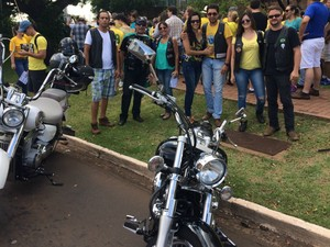 Motoclube 'Guaras do Asfalto' apoiou o ato a favor do impeachment da Dilma (Foto: Maria Caroline Palieraqui/G1 MS)