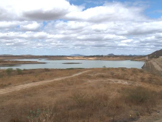 Açude de Coremas, no Sertão da Paraíba, chega a 2,8% do volume total de água (Foto: Reprodução/TV Paraíba)