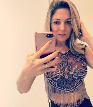 Karina Lucco, mãe de Lucas Lucco, mostra look para ''Melhores do Ano (Foto: Reprodução/Instagram)
