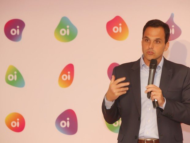 Oi reformula marca e lança diferentes logotipos. Na foto, o presidente da Oi, Bayard Gontijo, durante anúncio (Foto: Divulgação)