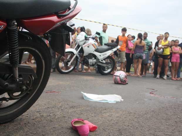 Vítima morreu ainda no local do crime (Foto: Enerson Cleiton)