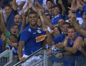 Alisson leva cartão na comemoração do primeiro gol (Foto: Reprodução/Sportv)
