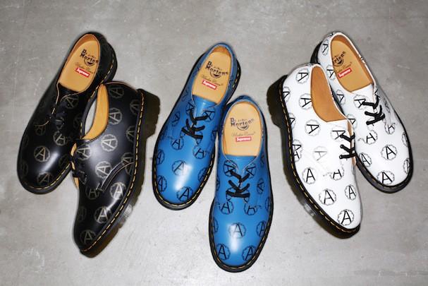 Sapatos da parceria Supreme, Undercover e Dr. Martens (Foto: Reprodução)