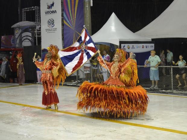 Casal de mestre-aala e porta-bandeira é destaque na Pega no Samba (Foto: Viviane Machado/ G1)