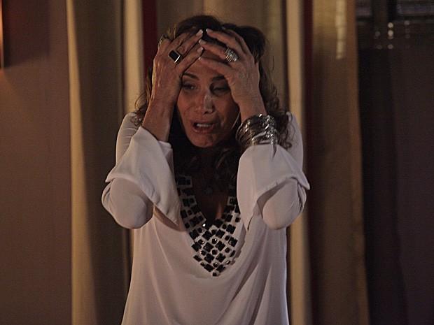 Wanda fica descontrolada com as ameaças (Foto: Salve Jorge/TV Globo)