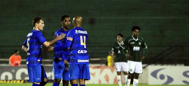 Jogadores do Avaí festejam vitória sobre o Guarani no Brinco de Ouro, em Campinas (Foto: Rodrigo Villalba / Memory Press)