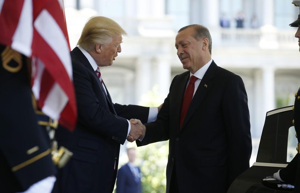 Donald Trump recebe o presidente turco Recep Tayyip Erdogan nesta terça-feira (16) na Casa Branca, em Washington (Foto: REUTERS/Joshua Roberts)