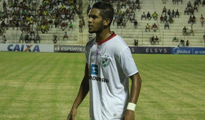 Valdeir faz dois gols na vitória de 4 a 1 do Salgueiro em cima do Náutico (Foto: Emerson Rocha)