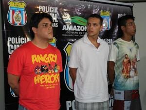 Jimmy (esq.), Rodrigo (centro) e Ruan Pablo (dir.) são suspeitos do crime (Foto: Mônica Dias/G1 AM)