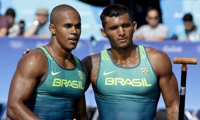 Erlon de Souza Silva e Isaquias Queiroz; eliminatória canoa 1.000   (Foto: AP Photo/Andre Penner)