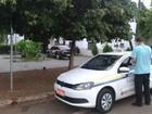 Taxista é assaltado e colocado dentro de porta-malas de carro em MS