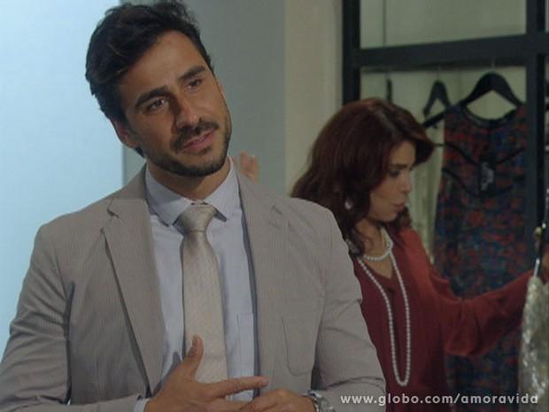 Jacques elogia os olhos de Edith (Foto: Amor à Vida / TV Globo)