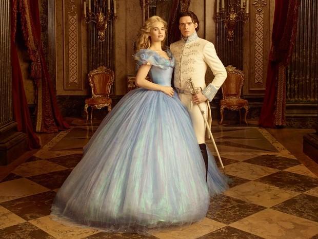 Lily James e Richard Madden dão vida aos protagonistas de 'Cinderela' (Foto: Divulgação)