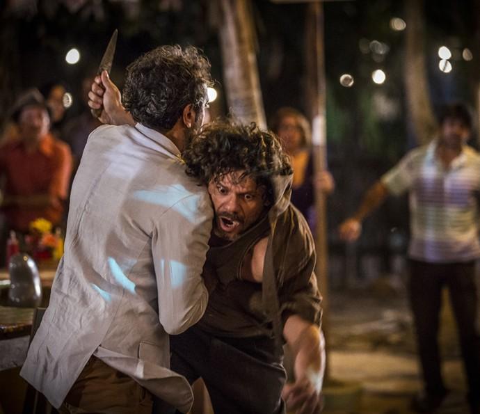 Santo quase vira alvo de facadas  (Foto: Inácio Moraes/Gshow)