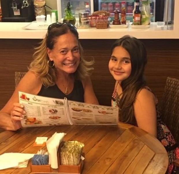 Susana Vieira e sua afilhada (Foto: Reprodução/Instagram)