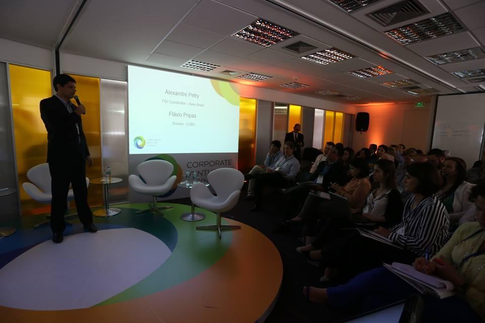 Alexandre Petry, coordenador de investimentos estrangeiros diretos da Apex-Brasil, fala na abertura do Corporate Venture in Brasil (Foto: Divulgação)