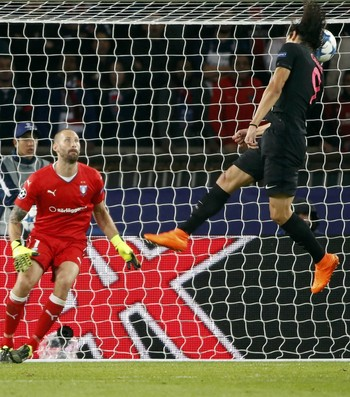 Cavani PSG x Malmo (Foto: Reuters)