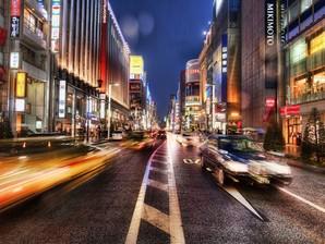 Avenida iluminada