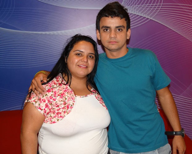 Roseli com o filho Marco, que venceu o Se vira nos 30 (Foto: Domingão do Faustão / TV Globo)