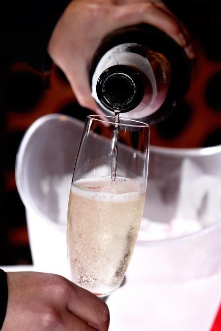 Serviço de espumante, um dos destaques da Wine Weekend que vai de quinta a domingo na Bienal (Foto: Divulgação)