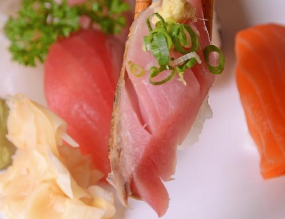 No Azumi um dos pratos mais pedidos é o combinado de sushi variados (Foto: Rio Art Com)