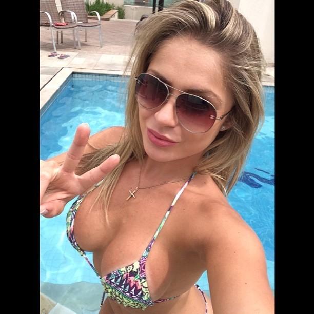 Ex-BBB Renatinha na piscina (Foto: Instagram / Reprodução)