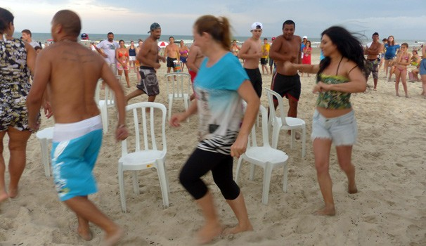 A galera brincou de dança das cadeiras para disputar ingressos do show de Marcelo D2 (Foto: Divulgação/ RPC)