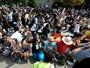 Panthers perdem em dia de protesto com centenas ajoelhados durante hino