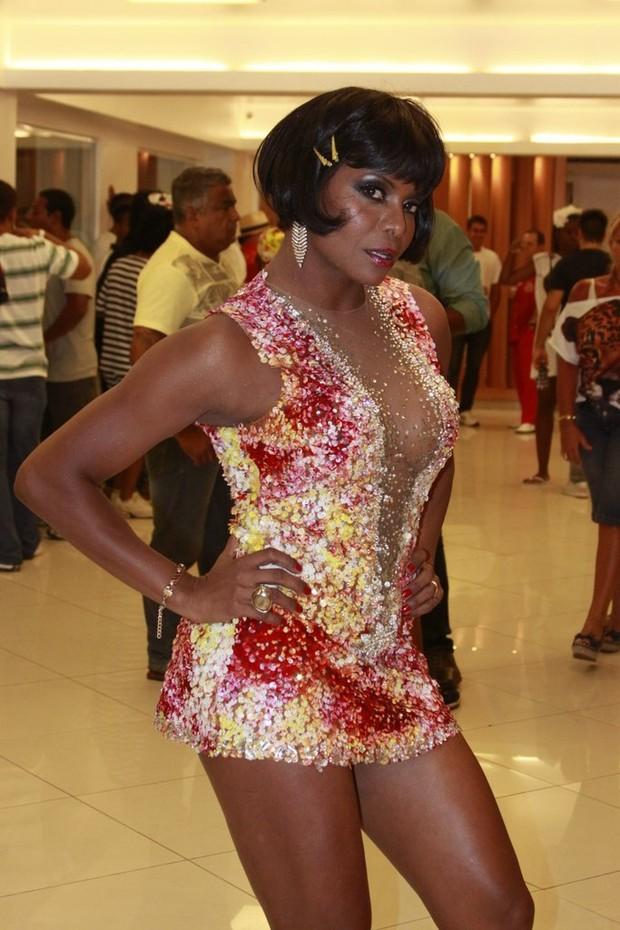 Adriana Bombom se veste de pin up em festa à fantasia no Salgueiro (Foto: Philippe Lima/Ag News)