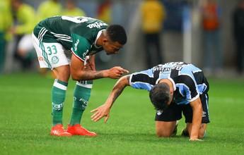 """Gabriel Jesus reclama de marcação forte do Grêmio: """"Tentei ficar calmo"""""""