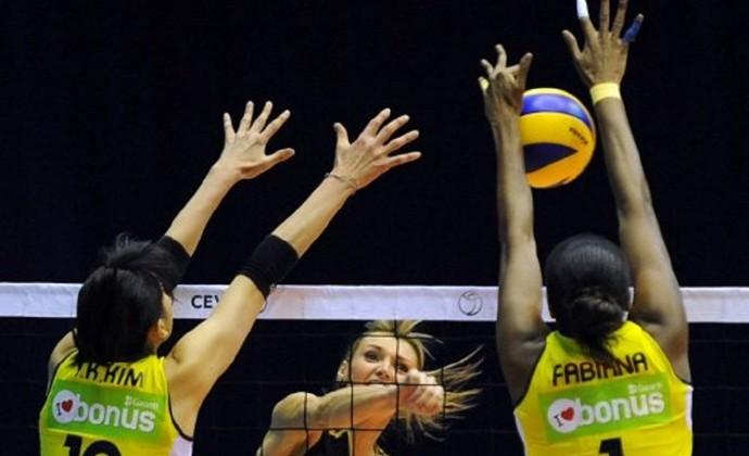 Kim Yeon-Koung Fabiana Fenerbahçe (Foto: VANO SHLAMOV / AFP)