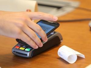Tecnologia de pagamento por aproximação da MasterCard permite pagar contas com o celular. (Foto: Divulgação/MasterCard)