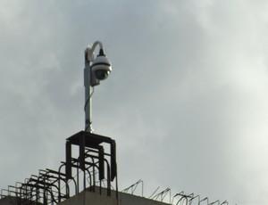 FIFA instalou mais uma câmera para monitorar a Arena das Dunas (Foto: Matheus Magalhães/GLOBOESPORTE.COM)