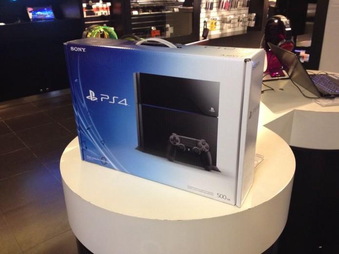 PlayStation 4 esgotou em lojas do Rio de Janeiro no dia do lançamento (Foto: Diego Borges/TechTudo)