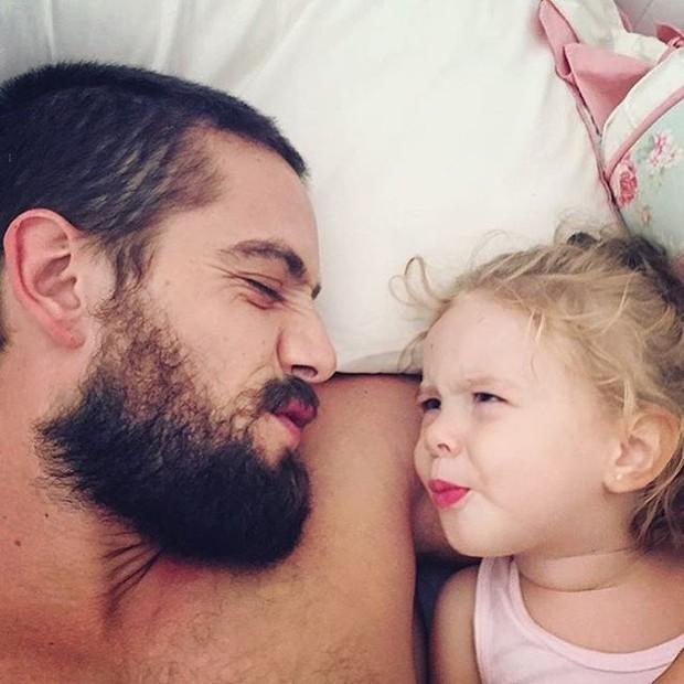 Rafael Cardoso e filha (Foto: Reprodução / Instagram)