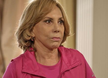 Consuelo pede para Xavier investigar vida de Rafael