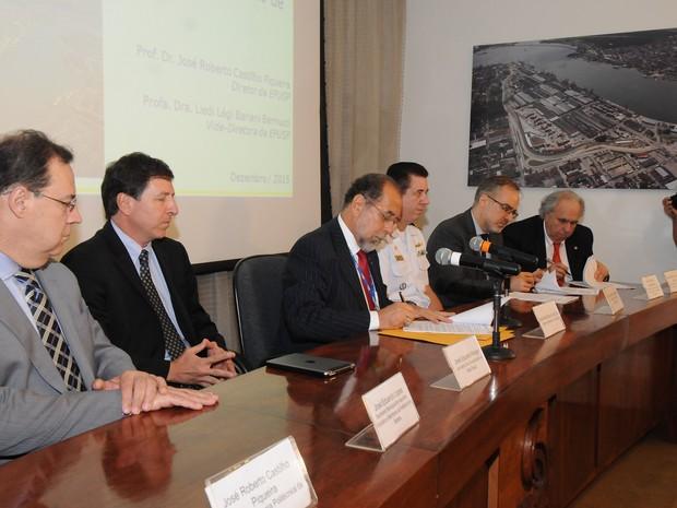 Contrato foi assinado na sede da Codesp, em Santos (Foto: Divulgação / Codesp)