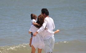 Final: Sonho ou realidade? Amanda e Herculano brincam com o filho na praia