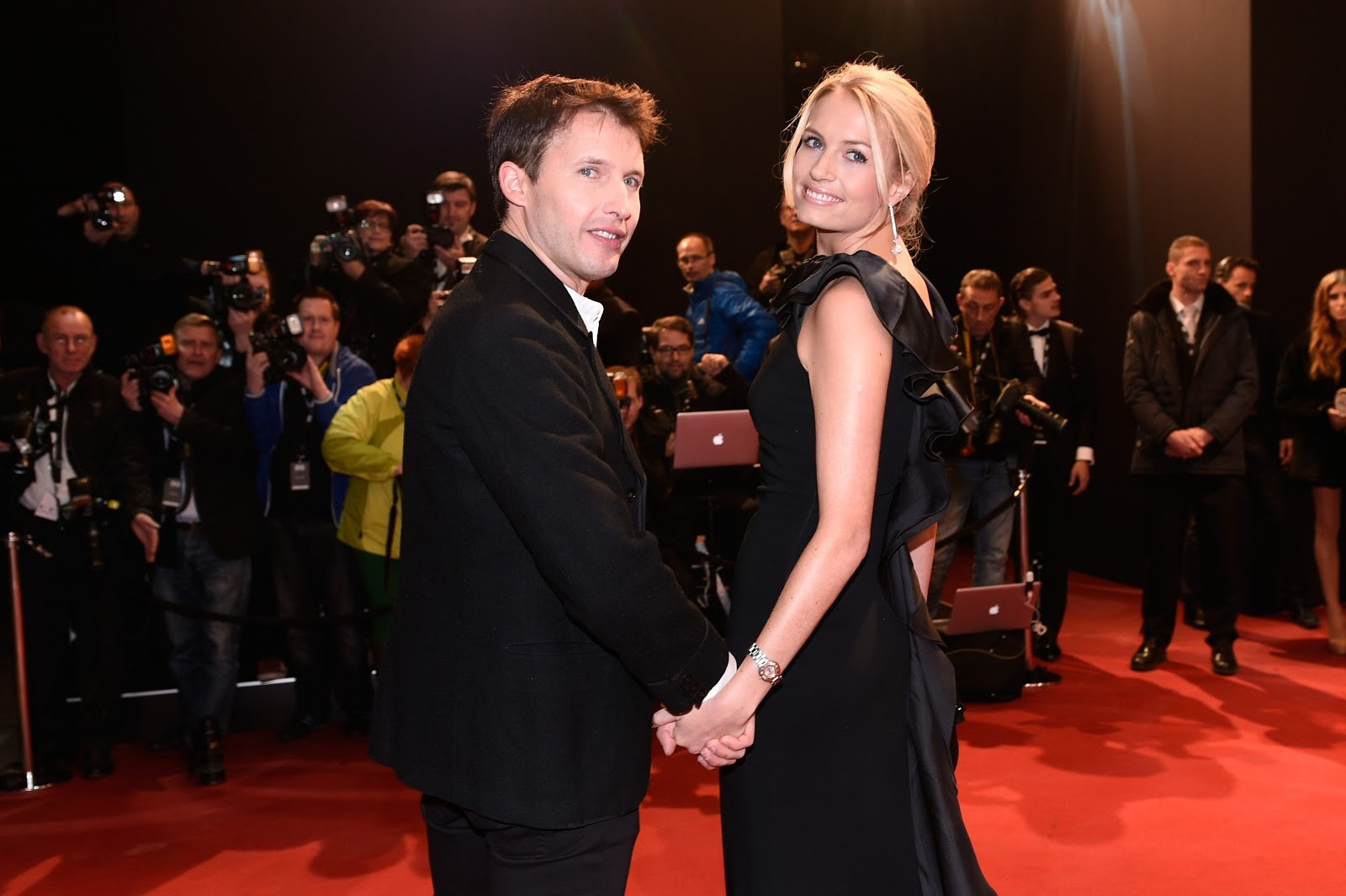 James Blunt com a companheira Sofia Wellesley (Foto: getty)