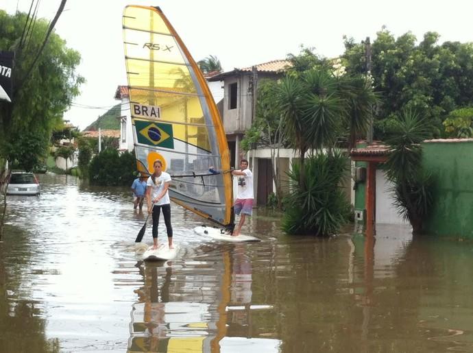 bimba e patricia freitas vela enchente búzios (Foto: Arquivo Pessoal)